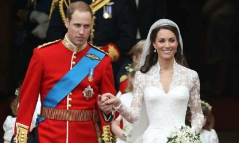 Σκάνδαλο με το νυφικό φόρεμα της Kate Middleton, 5 χρόνια μετά το γάμο!