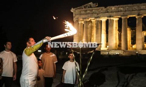 Η λάμψη της Ολυμπιακής Φλόγας φώτισε την Ακρόπολη (photos)