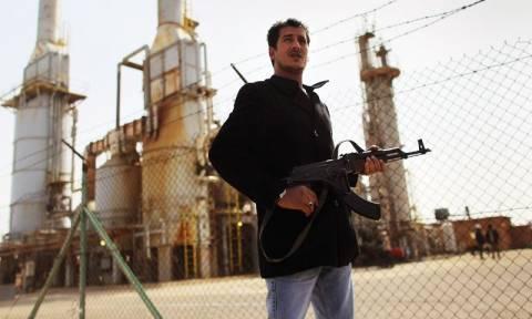 Στην πρώτη εξαγωγή πετρελαίου προχώρησε η κυβέρνηση στα ανατολικά της Λιβύης – Ένταση στη χώρα