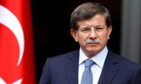 Νταβούτογλου: Το Σύνταγμα της Τουρκίας θα είναι κοσμικό και όχι θρησκευτικό (Vid)