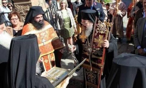 Ο Τίμιος Σταυρός από την Μονή Ξηροποτάμου στην Αρναία Χαλκιδικής  (video)
