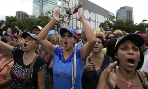 Σκηνές χάους: Λεηλασίες και μπλακάουτ στη Βενεζουέλα που ζει μέρες… Αργεντινής