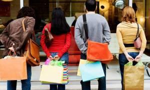 Εορταστικό ωράριο: Πώς θα λειτουργήσουν τα καταστήματα το Μ. Σάββατο