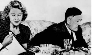 Σαν σήμερα το 1945 αυτοκτονούν με δηλητήριο ο Αδόλφος Χίτλερ και η Εύα Μπράουν