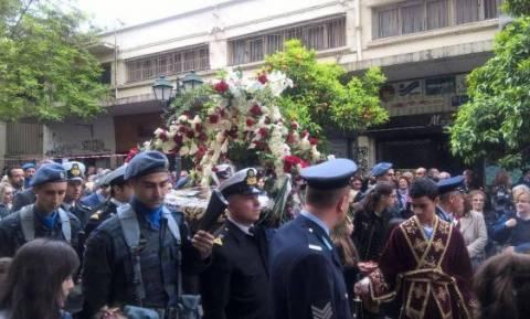 Πλήθος κόσμου στην περιφορά του Επιταφίου του Αγίου Μηνά στη Θεσσαλονίκη