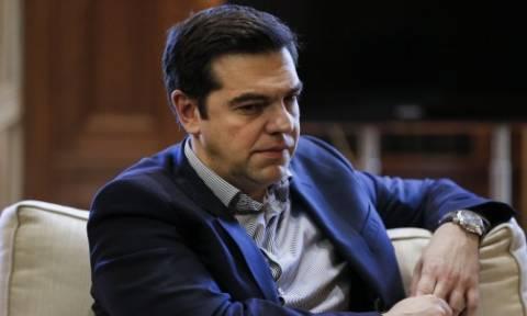 Το «πικρό ποτήρι» του Τσίπρα: Συνθηκολόγηση, εκλογές ή δημοψήφισμα;