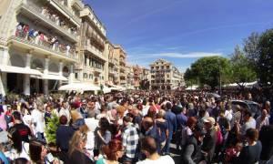 Πάσχα στην Κέρκυρα: Χιλιάδες «μπότηδες» έγιναν κομμάτια και έφεραν την πρώτη Ανάσταση (pics)