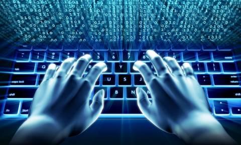 Αιτία «πολέμου» η σκέψη για επιβολή αγγελιόσημου στο διαδίκτυο