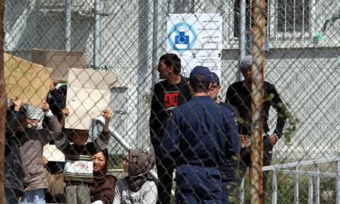 Ξεπερνούν τους 54.000 οι εγκλωβισμένοι πρόσφυγες και μετανάστες στη χώρα