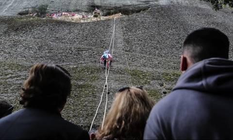 Πάσχα 2016: Αναβίωσε το εντυπωσιακό έθιμο του Άη Γιώργη του Μαντηλά (photos)
