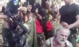 Φρικιαστικό βίντεο από τον αποκεφαλισμό Καναδού από τους τζιχαντιστές