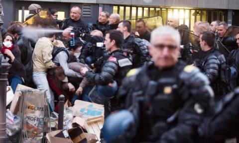 Ταραχές στη Γαλλία με εκκένωση λυκείου που είχαν καταλάβει μετανάστες (pic+vid)