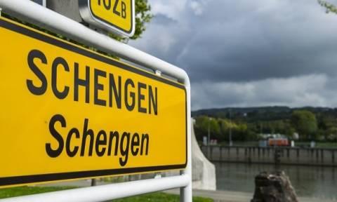 Εξάμηνη παράταση των συνοριακών ελέγχων στη Σένγκεν προτείνει η Κομισιόν