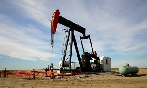 Η φωτιά στον Καναδά και οι συγκρούσεις στη Λιβύη ενισχύουν το πετρέλαιο στη Ασία