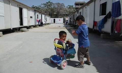 Τις 54.000 «αγγίζουν» οι εγκλωβισμένοι στη χώρα πρόσφυγες και μετανάστες