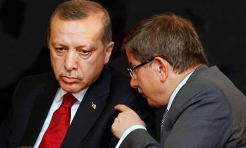 Ραγδαίες εξελίξεις στην Τουρκία: Ο Ερντογάν δείχνει την έξοδο στον Νταβούτογλου