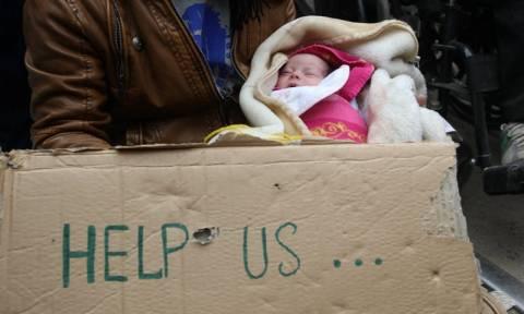 Ειδομένη: Διαμαρτυρία προσφύγων μπροστά στον φράχτη