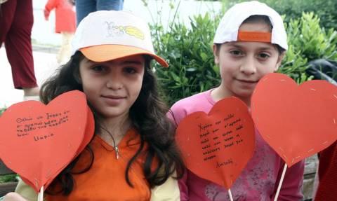 Γιορτή της Μητέρας: Η εκστρατεία «for HER» της Roche δίπλα σε μητέρες και παιδιά