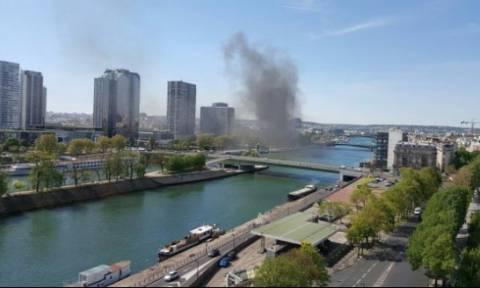 Συναγερμός στο Παρίσι: Στις φλόγες αυτοκίνητο (photo)