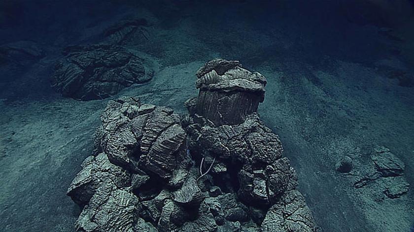 Δείτε ζωντανά την εξερεύνηση του βυθού στο βαθύτερο σημείο της γης (Vids & Pics)