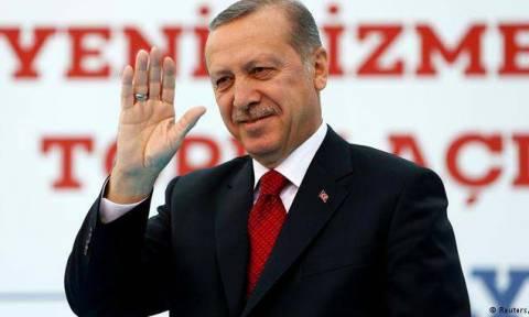 DW: «Η Τουρκία στον δρόμο προς τον αυταρχισμό»
