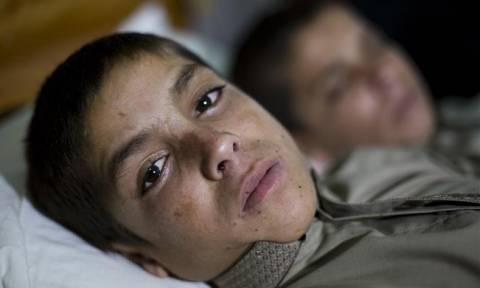 Απίστευτο: Τη μέρα είναι δυο φυσιολογικά παιδιά, το βράδυ όμως…(pics)