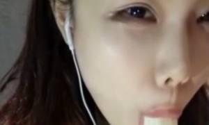 Δεν φαντάζεστε τι απαγόρεψαν ως σκληρό πορνό οι Κινέζοι! (videos)