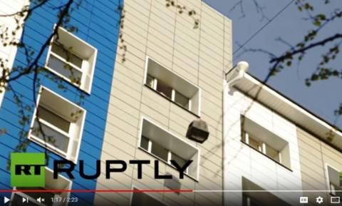 Σπάσε την τηλεόραση: Φοιτητές πέταξαν 550 τηλεοράσεις από τον 9ο όροφο σε μία ώρα (Vid)