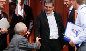 Eurogroup – Σόιμπλε και Τσακαλώτος τα είπαν τετ α τετ πριν τη συνεδρίαση
