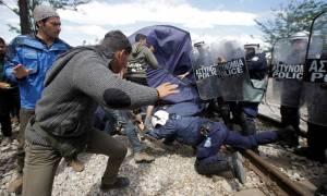 Επεισόδια στην Ειδομένη – Πετροπόλεμος και χημικά εξαιτίας ενός καυγά