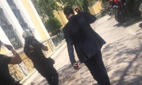 Επίθεση δέχτηκε ο Θάνος Πλεύρης μέσα στα δικαστήρια της Ευελπίδων (photos)