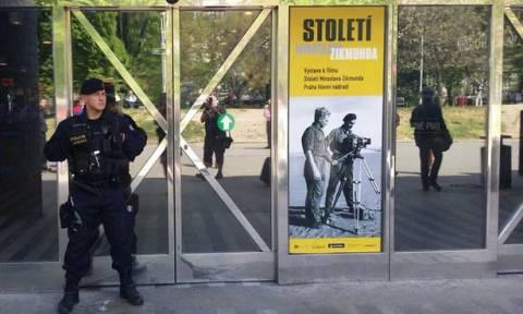 Συναγερμός στην Τσεχία – Απειλητικά τηλεφωνήματα για τοποθέτηση 10 βομβών!