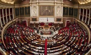 Γαλλία: Σε νομοθετικό «πραξικόπημα» προχωρά η κυβέρνηση για να περάσει αμφιλεγόμενο νομοσχέδιο (Vid)