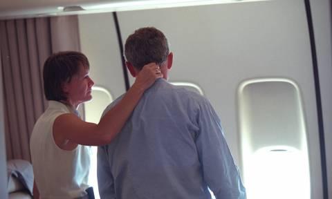 Αδημοσίευτες φωτογραφίες καταγράφουν τις πρώτες αντιδράσεις του Μπους μετά το χτύπημα της 11/9