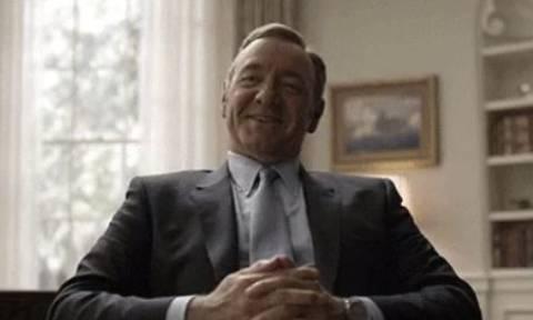 To House of Cards ειρωνεύεται τον Γάλλο πρωθυπουργό με αφορμή τον νόμο για τα εργασιακά