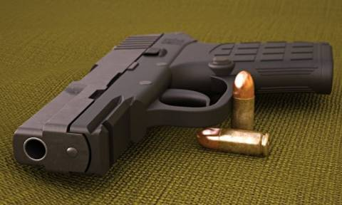 Αδιανόητη πρόκληση: Βγάζει  σε δημοπρασία το όπλο με το οποίο δολοφόνησε τον 17χρονο μαύρο έφηβο
