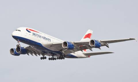 Πανικός σε πτήση: Μέλος του πληρώματος έκοψε τις φλέβες του