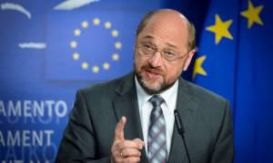 «Καταπέλτης» Σουλτς για την κυβερνητική πολιτική: Να σταματήσουν οι περικοπές μισθών και συντάξεων