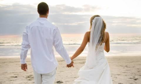 Τι πρέπει να συμβεί όταν συμπέσει κηδεία μέσα σε σπίτι που ετοιμάζεται για γάμο;