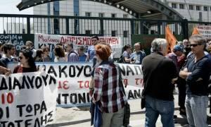 Ολοκληρώθηκε η συγκέντρωση των εκπαιδευτικών έξω από το υπουργείο Παιδείας (pics)