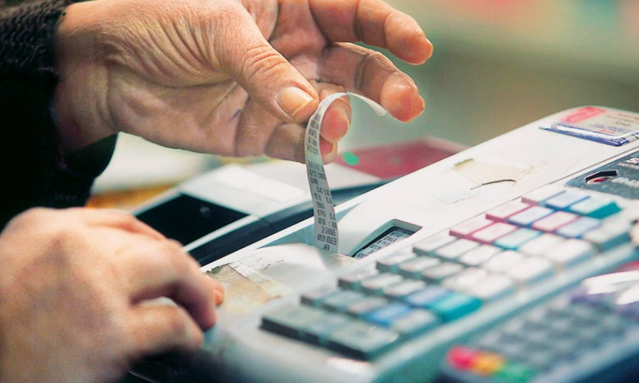 Φορολογικό: Χαριστική βολή στα εισοδήματα των Ελλήνων από την αύξηση του ΦΠΑ