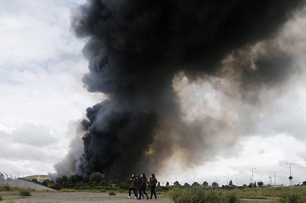 Ισπανία: Πανικός για το τοξικό νέφος από πυρκαγιά σε χωματερή ελαστικών - Φυγή για10.000 κατοίκους