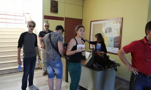 Πανελλήνιες 2016: Με άγχος αλλά και χαμόγελο η «πρεμιέρα» των Πανελλαδικών