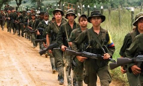 Κολομβία - Σοκ: Σχεδόν 12.000 ανήλικοι στρατολογήθηκαν στους αντάρτες του FARC μέσα σε 40 χρόνια