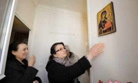 Συγκλονιστικό: Η Παναγία δακρύζει στο σπίτι Τούρκου! (pics)