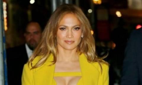 Εσύ δεν θα το τολμούσες ποτέ: Η Jennifer Lopez είναι θεά ακόμη και με αυτό το outfit!