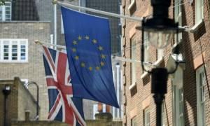 Βρετανία: Το «ναι» διευρύνει το προβάδισμα του