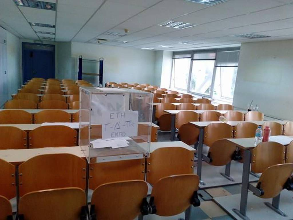 Επεισόδια στη Νομική - Κουκουλοφόροι τα «έσπασαν» κατά τη διάρκεια των φοιτητικών εκλογών