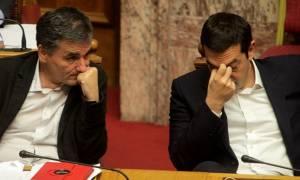 Στη Βουλή το πολυνομοσχέδιο - «Μασάζ» διαρκείας υπό το φόβο «αντάρτικου»