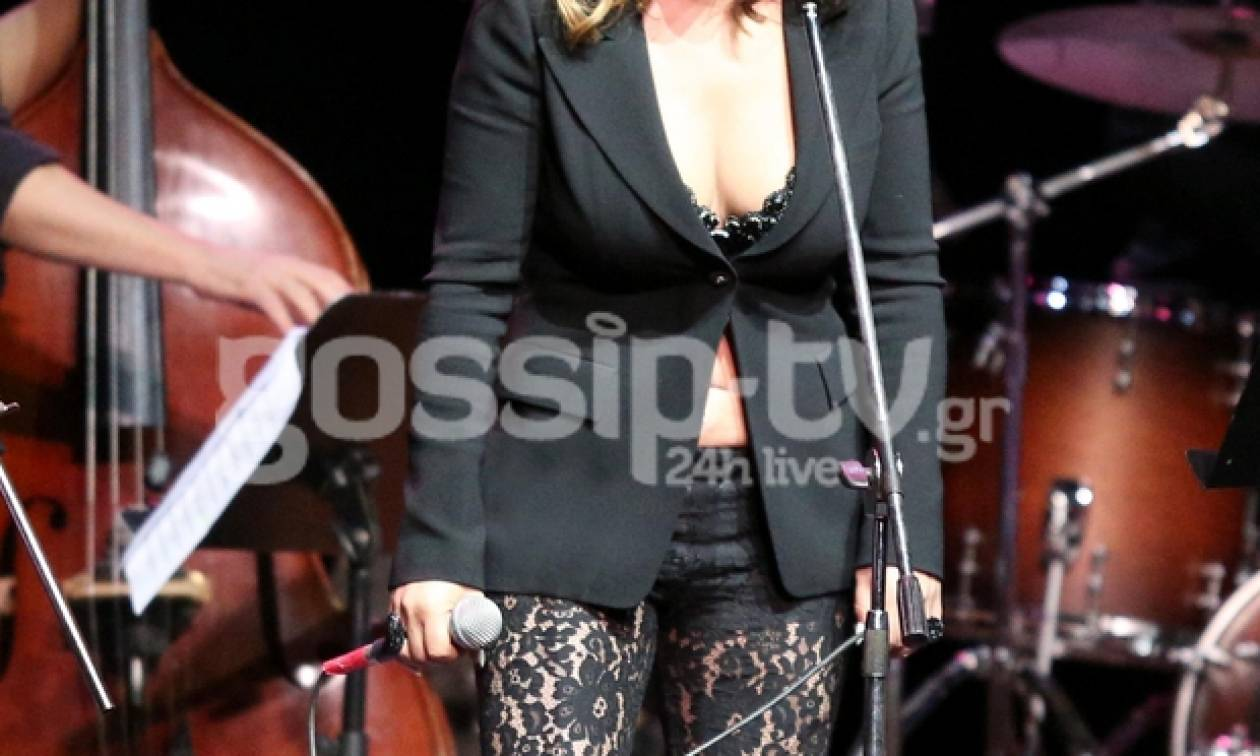 Ποια διάσημη Ελληνίδα τραγουδίστρια «τρέλανε» με το ντεκολτέ της στη σκηνή;